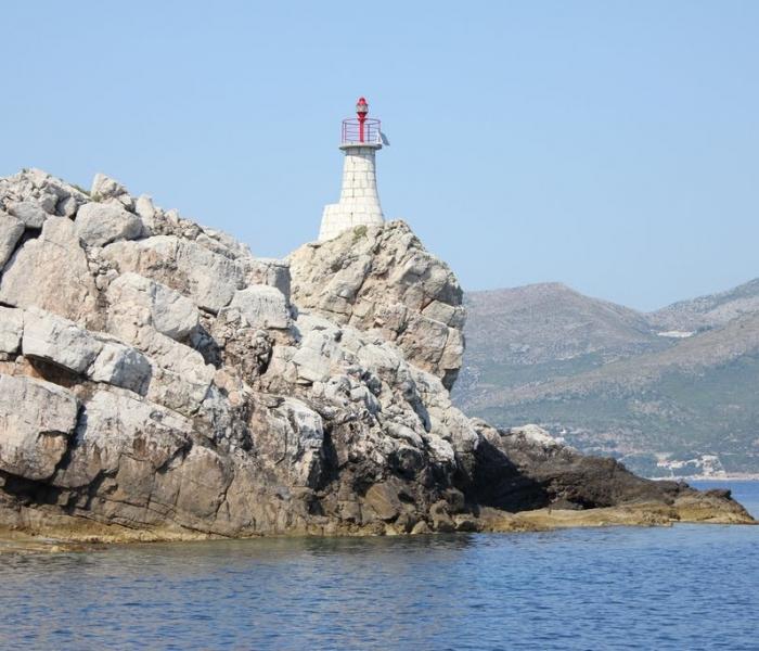 Kolocep lighthouse sailing