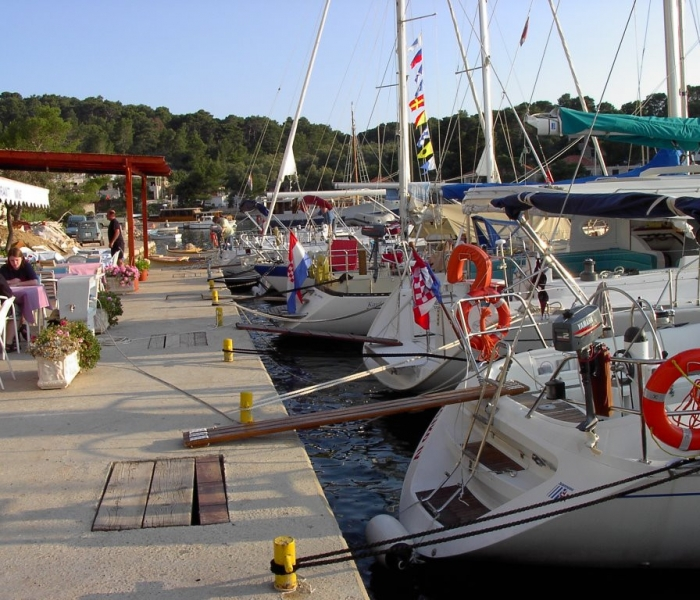 Pomena – Mljet mooring sailing boat